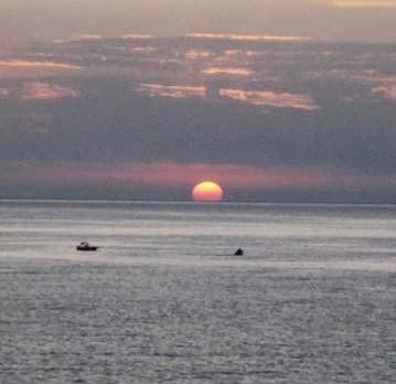 http://4.bp.blogspot.com/-q4ls3Vhp0O4/UlrUNOkhrII/AAAAAAAAAJY/bSb4W2VPxwk/s640/sunset.jpg